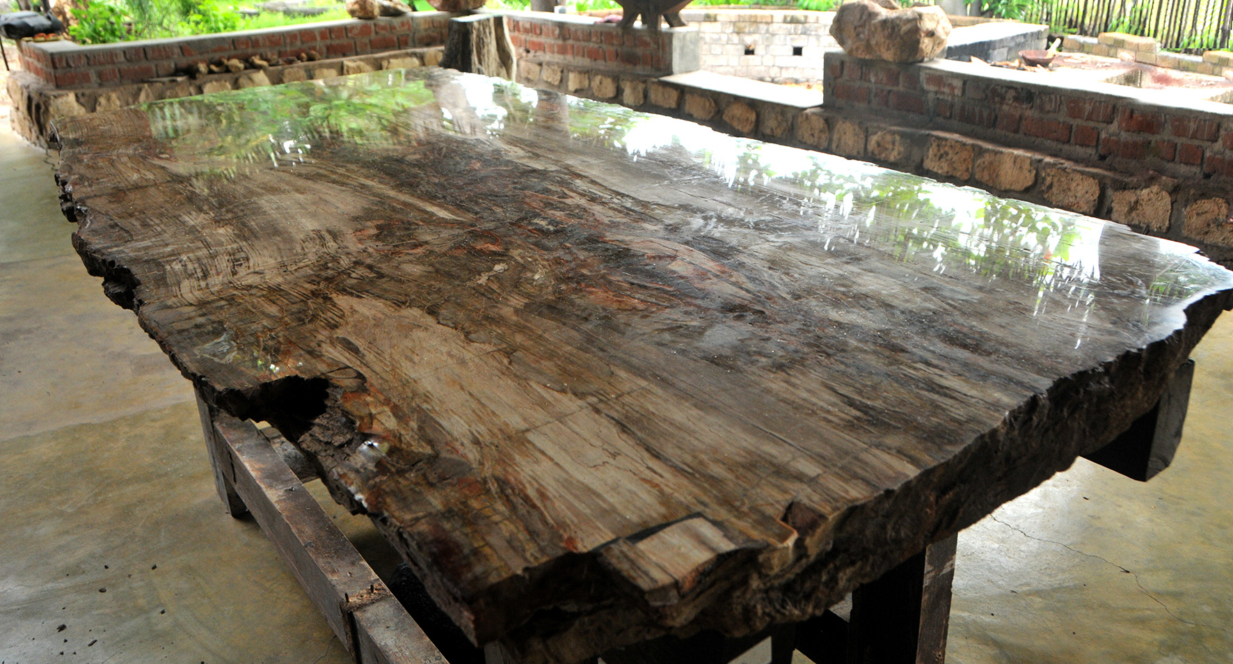 Petrified wood tables for Salle a manger quartz